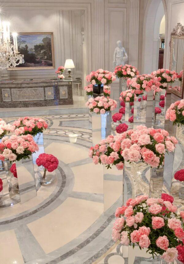 Entrée Goerges V vase avec roses