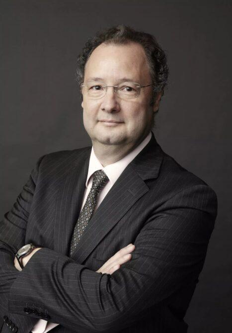 César Giron