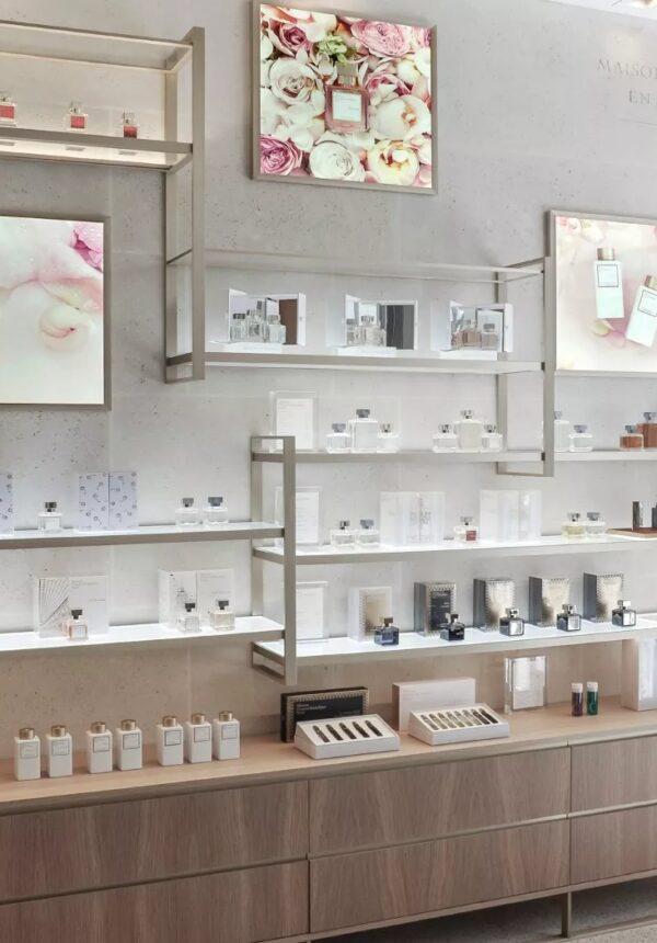 Étagères de parfums Maison Françis Kurkdjian