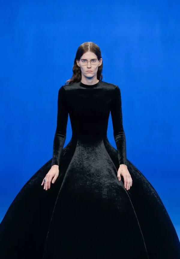 Robe noir Balenciaga
